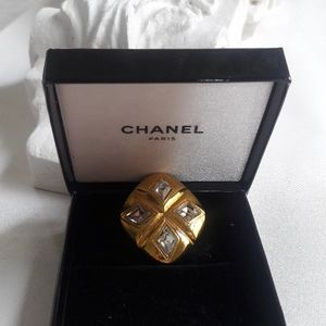 Chanel earring with box